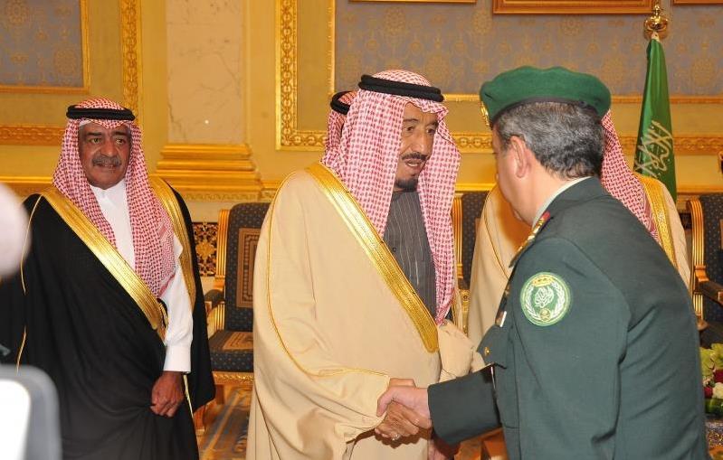 بالصور.. الأمير سلمان بن عبدالعزيز يصل إلى الرياض