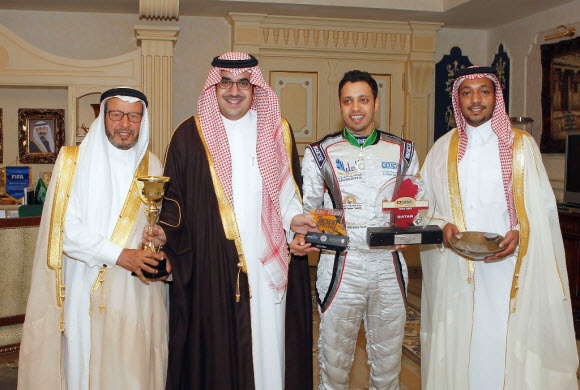 الأمير نواف بن فيصل يكرم بطل الراليات ياسر بن سعيدان
