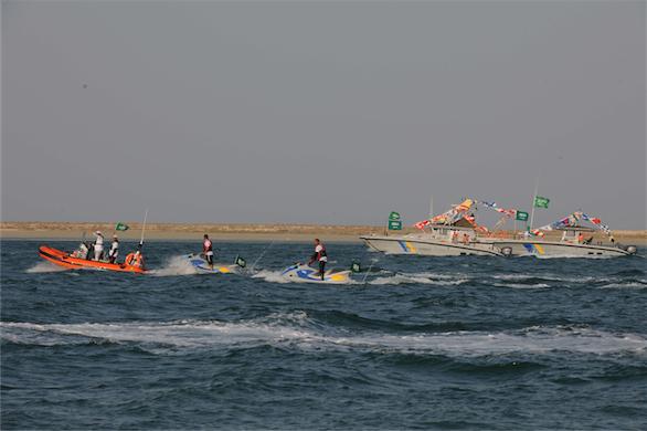 طيران القوات البحرية يستعرض في احتفالية اليوم الوطني بالجبيل