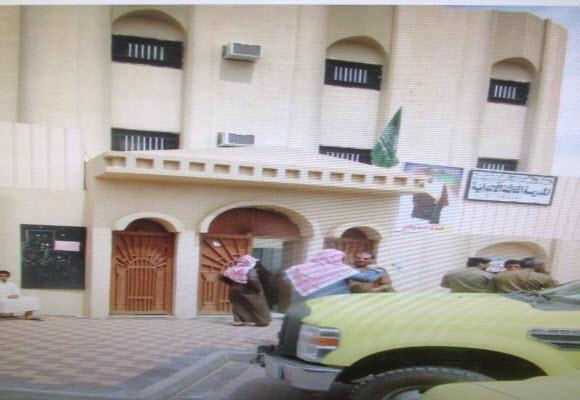 بالصور ..ثعبان يثير الهلع في مدرسة للبنات في تيماء