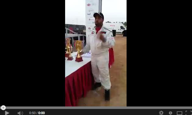 بالفيديو: متسابق إماراتي في رالي جدة يبدي امتعاضه من جوائز الرالي