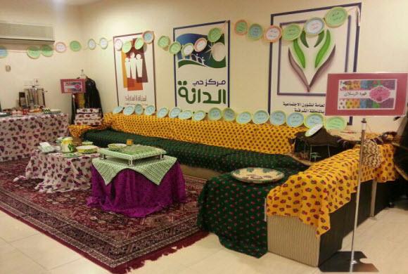 اللجنة النسائية بتنمية الظهران تقيم يومها الشعبي (زمن أول)