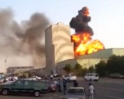 بالفيديو.. لحظة انفجار مصنع المواد الغذائية بجدة