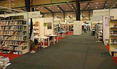 مؤلفات مختلفة تتصدر إقبال الزوار على أجنحة الدول العربية بمعرض الكتاب