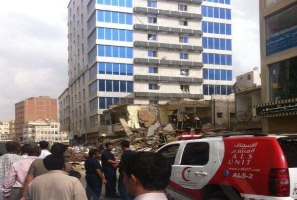انهيار مبنى سكني من 3 طوابق بجدة.. والبحث جار عن محتجزين