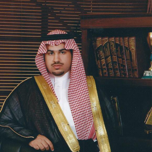 الشيخ فيصل بن منصور أبوثنين يحصد الماجستير