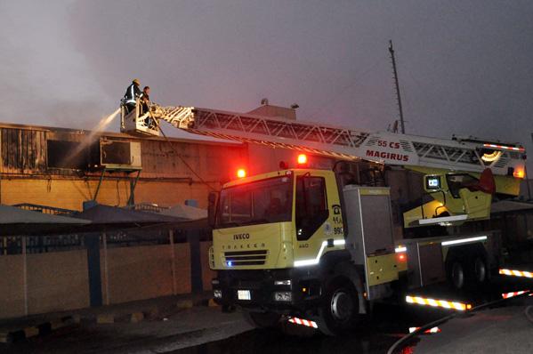 السيطرة على حريق مصنع خالدية الدمام بلا اصابات
