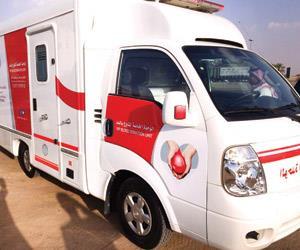 """للمرة الأولى.. سيارات التبرع بالدم: """"اتصل نصل"""""""