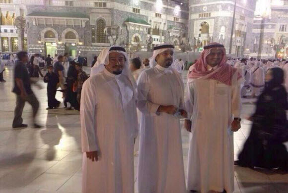 مشعل بن عبدالله يتجول بالحرم المكي ويتفقد احتياجات قاصديه