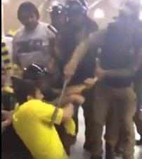 بالفيديو ..رجال أمن يعتدون على مشجع نصراوي بالضرب