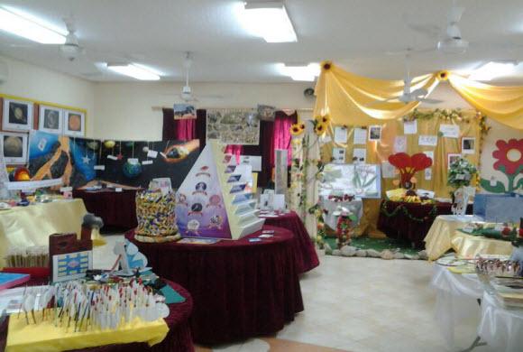طالبات المنصورة يبدعون في معرض(لمسات علمية)