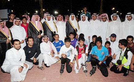 نائب أمير الشرقية يلتقي شباب الجبيل بمتنزه شاطئ الشباب البحري
