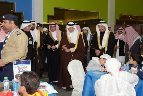 """خالد الفيصل يفتتح خيمة """"التعليم"""" بالجنادرية"""
