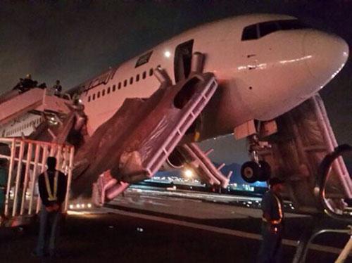 براعة طيار تُنقذ 300 راكب في مطار المدينة المنورة